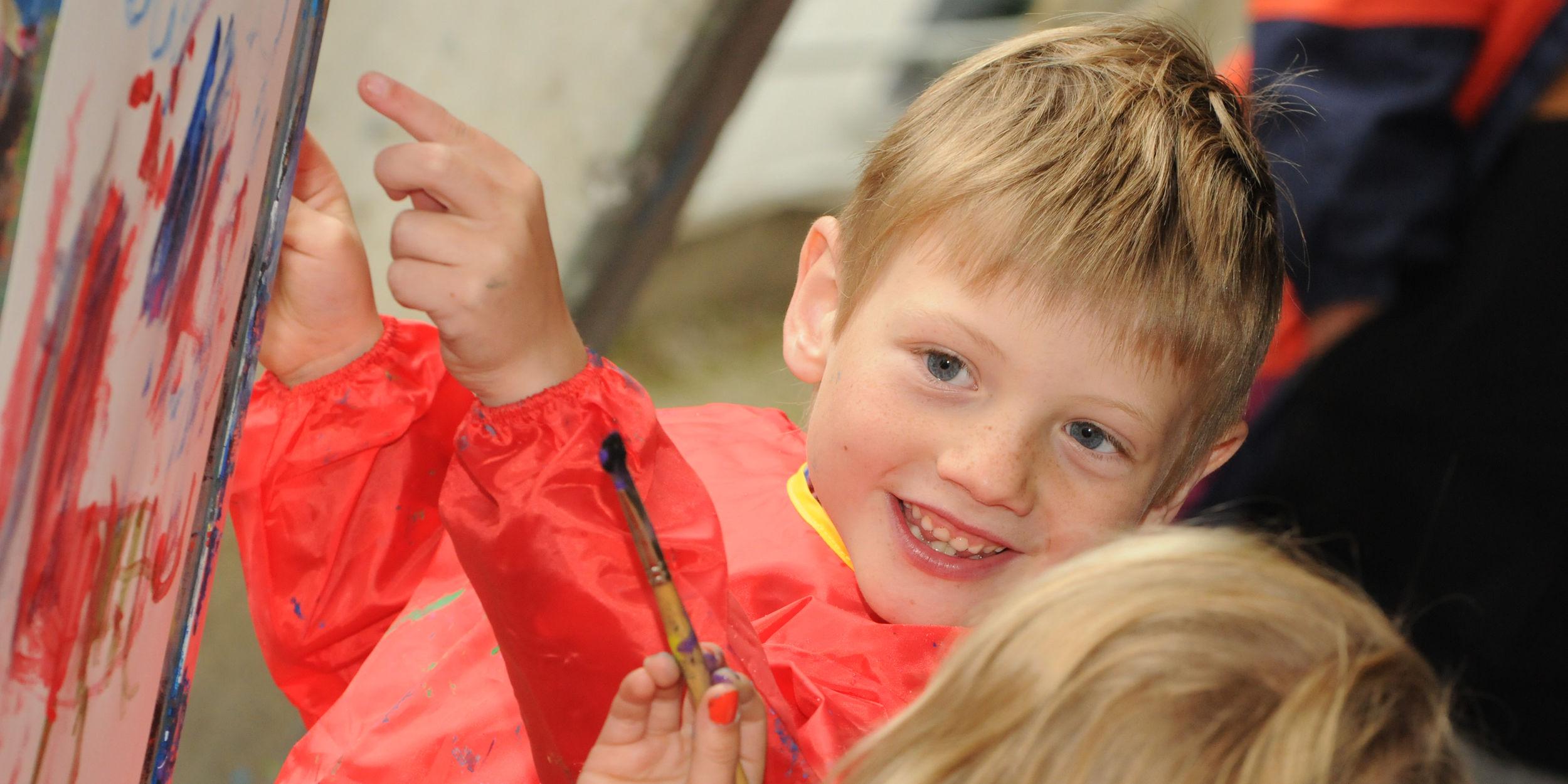 Kinderbasteln in der Freien Ferienrepublik Saas-Fee