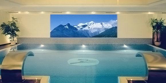 Schwimmbadkino in der Freien Ferienrepublik Saas-Fee