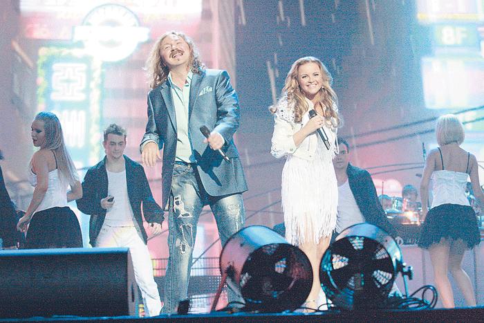Игорь и Юля с удовольствием выступают в качестве дуэта, и публика принимает их с восторгом