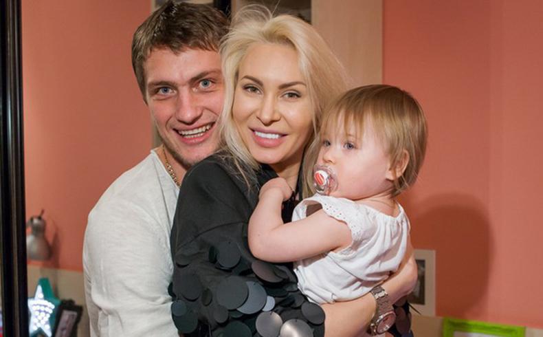 Саша Задойнов, Элина Камирен иих дочка Сашенька недолго были счастливы втроем ?Фото: «Инстаграм»