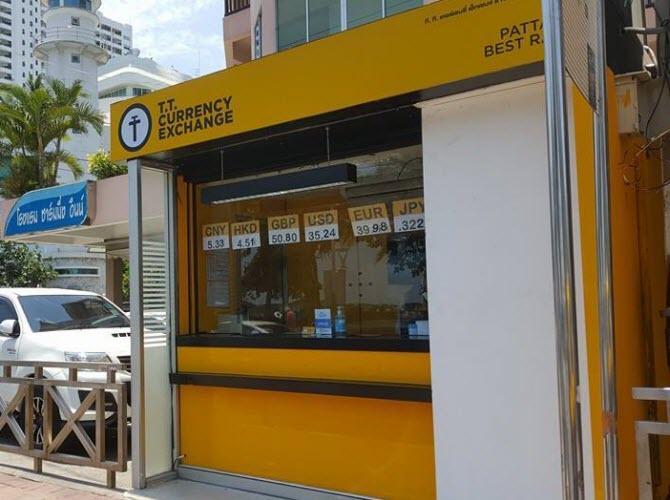 киоски-обменники сети T.T. Currency Exchange на улицах Паттайи