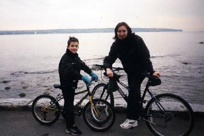 Даниил Певцов с мамой