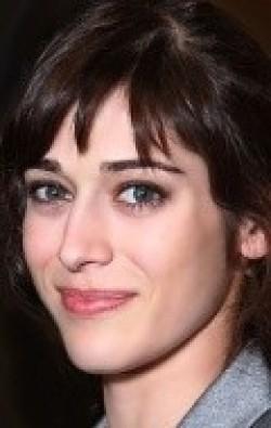 В главной роли Актриса, Продюсер Лиззи Каплан, фильмографию смотреть .