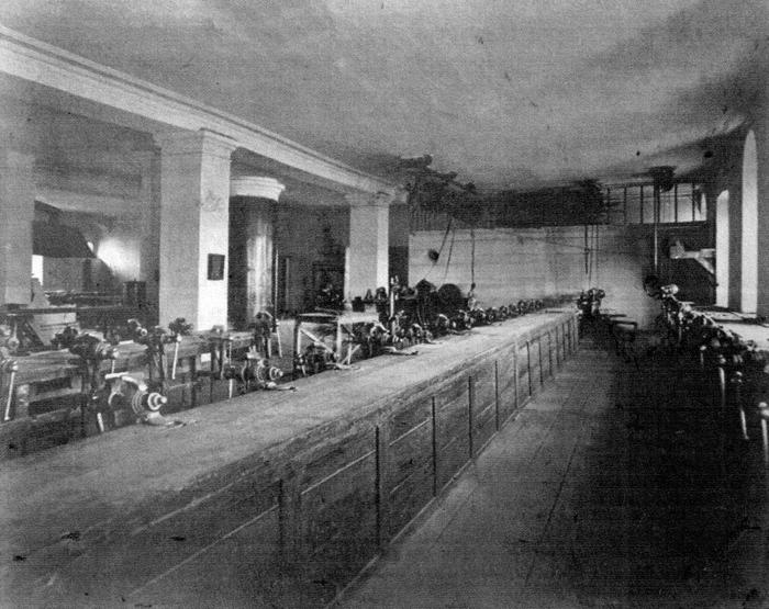 Учебный класс Ижевской ремесленной школы. 1870 -е годы.
