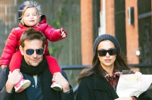 Счастливая и с цветами: Ирина Шейк наслаждается солнечной прогулкой с Брэдли Купером и дочкой