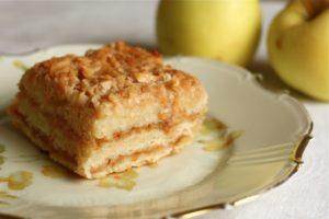 Пирог с яблоками и манкой сухой