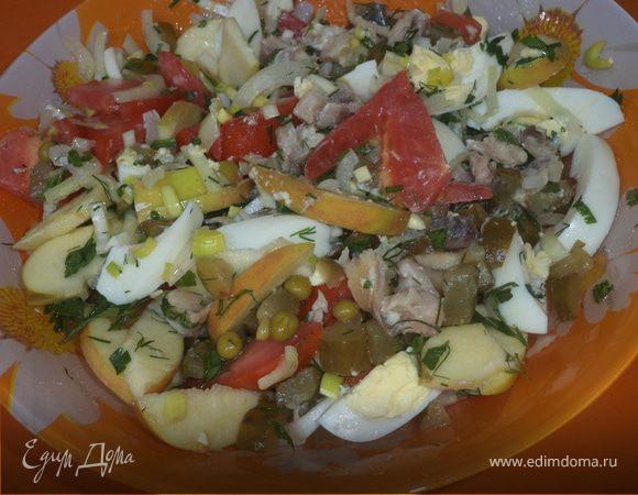 Салат с копченой скумбрией и зеленым горошком