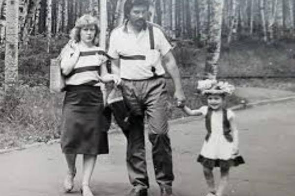 Детская фотография актрисы с семьей