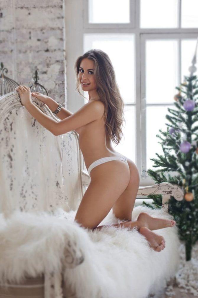 Юлия Михалкова фото с елкой в Максим