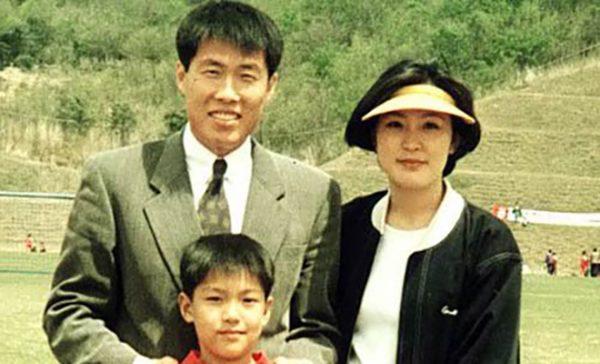 Ли Мин Хо в детстве со своими родителями
