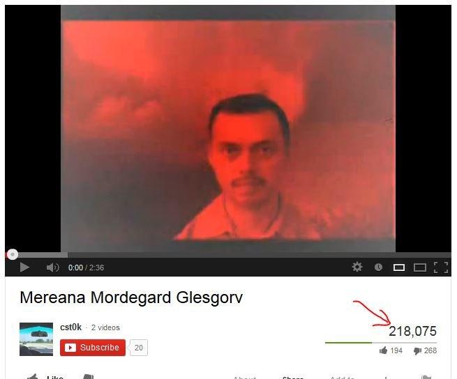 Видео 25 кадр с мужиком на красном фоне