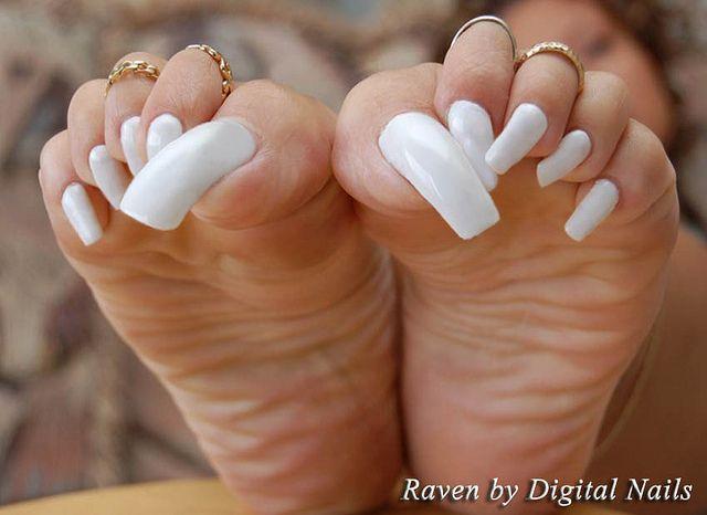 Long toenails feet
