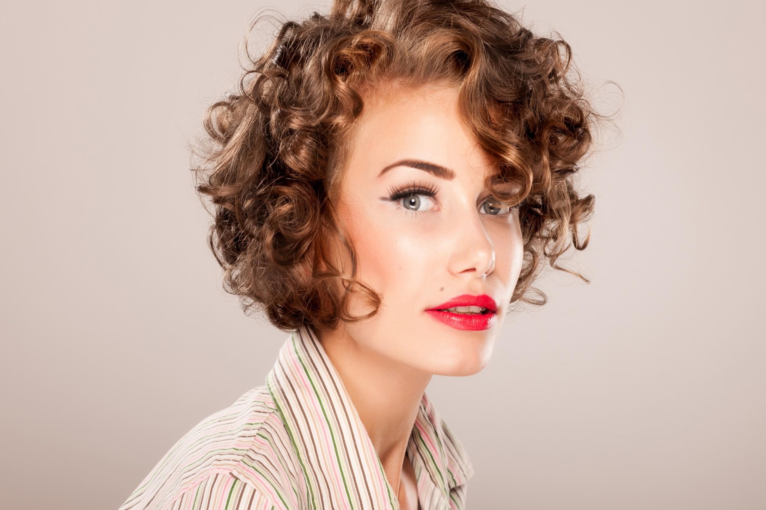 Короткие стрижки на вьющиеся волосы