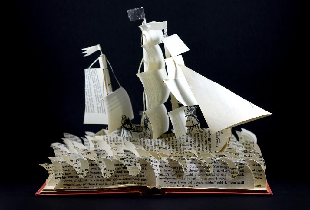 treasure_island_book_sculpture_1_zhxx1y