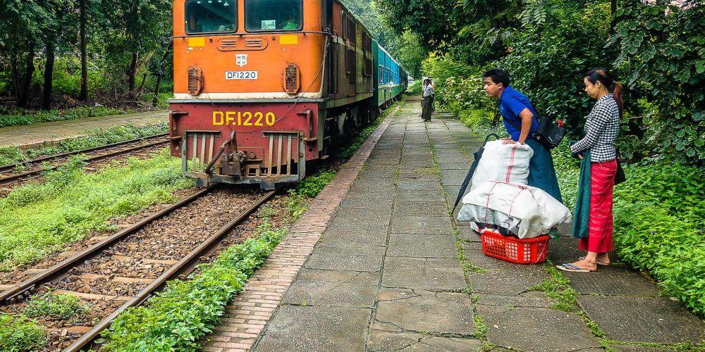 yangon_circle_train_myanmar