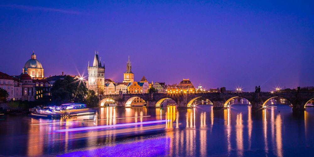 prague_vlata_river_night