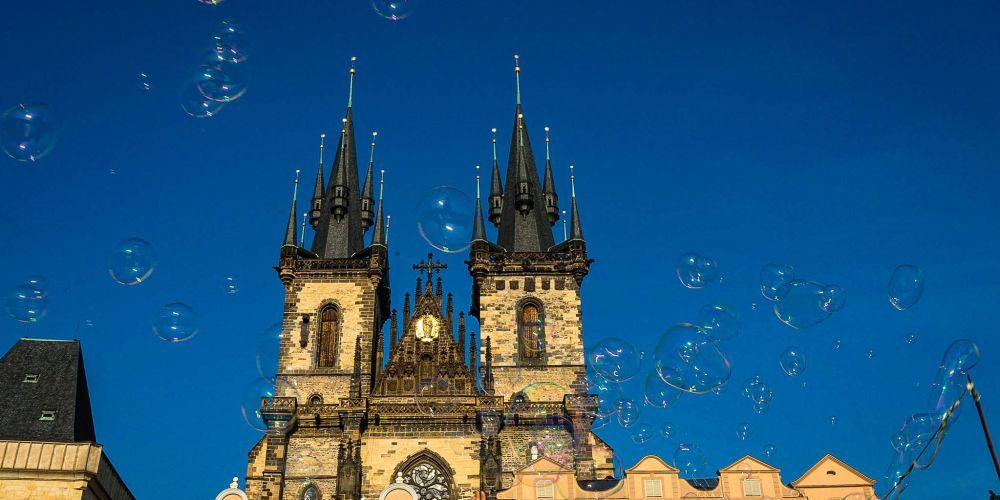 prague_bubbles_old_town_square