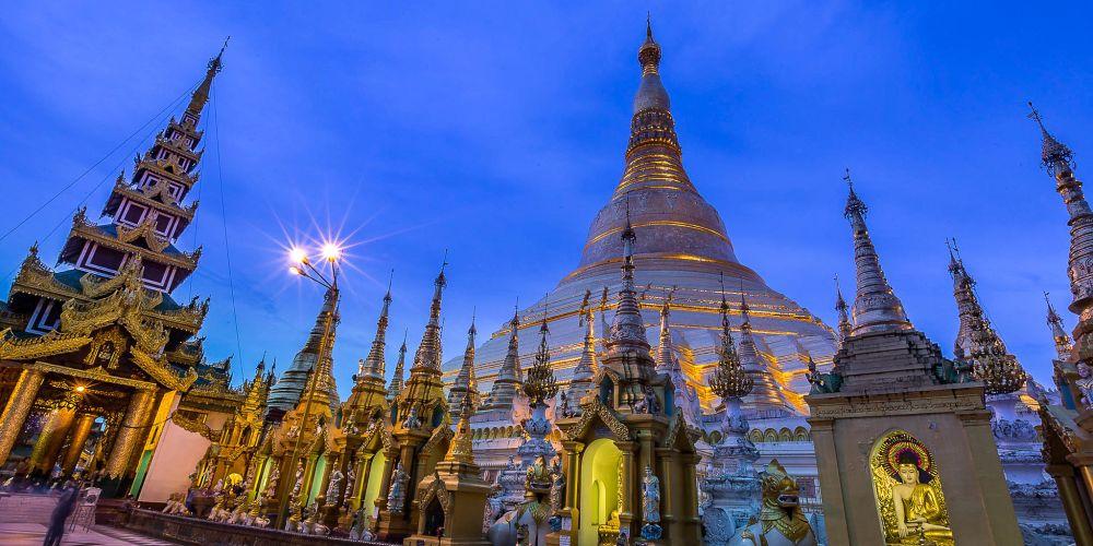 shwedagon_pagoda_at_night_myanmar