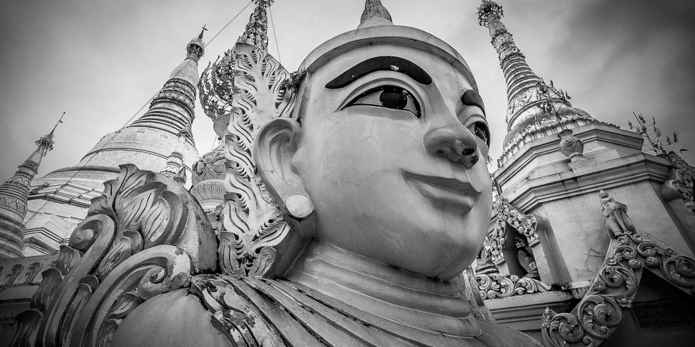 shwedagon_buddha_yangon_myanmar