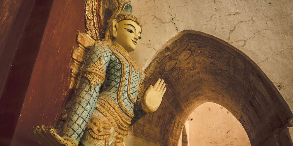 myanmar_ananda_temple_guardian