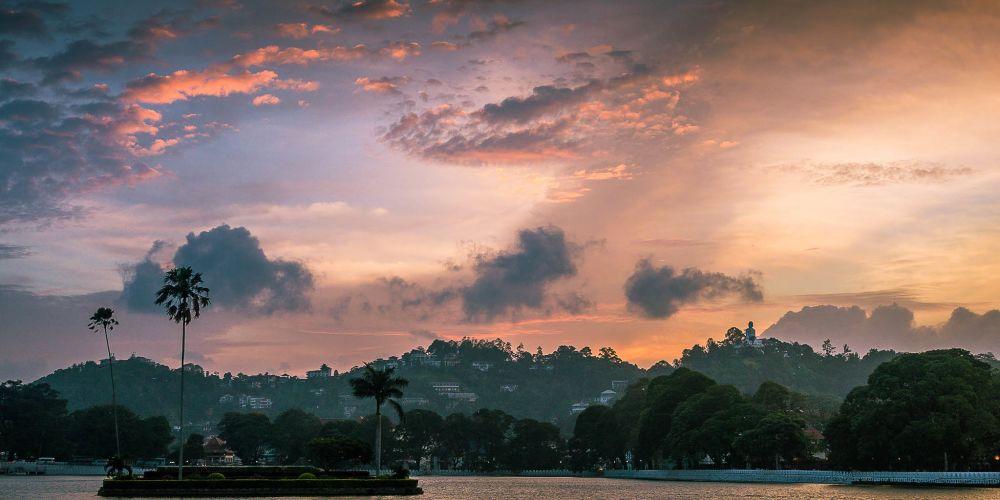 kandy_lake_srilanka