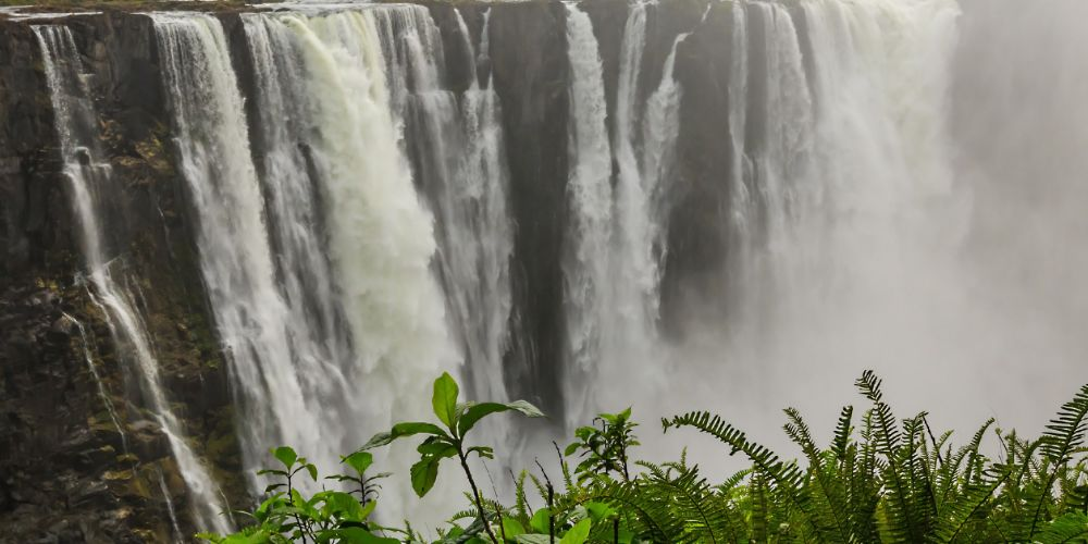 powerful_victoria_falls