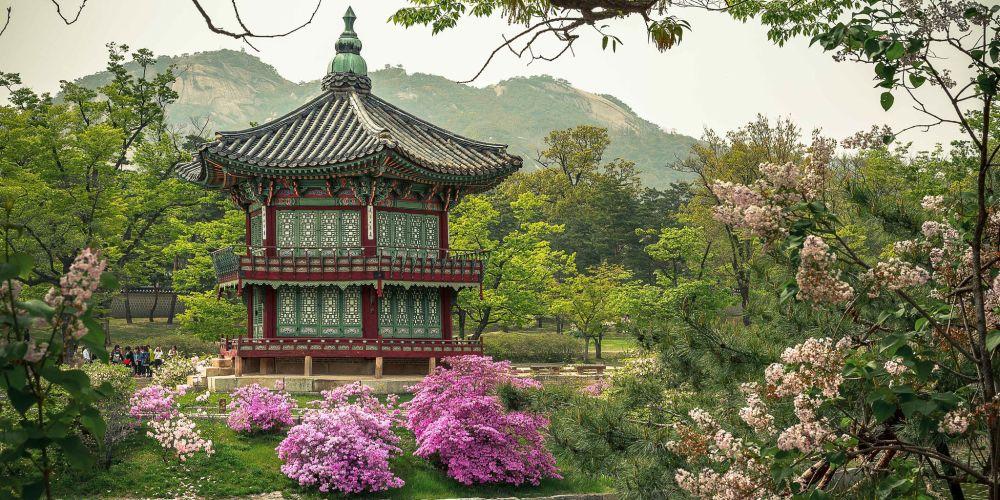 Gyeongbokgung_Pagoda_Seoul_Korea