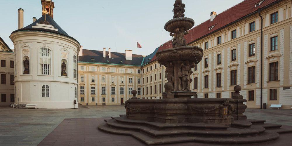 prague_castle_courtyard