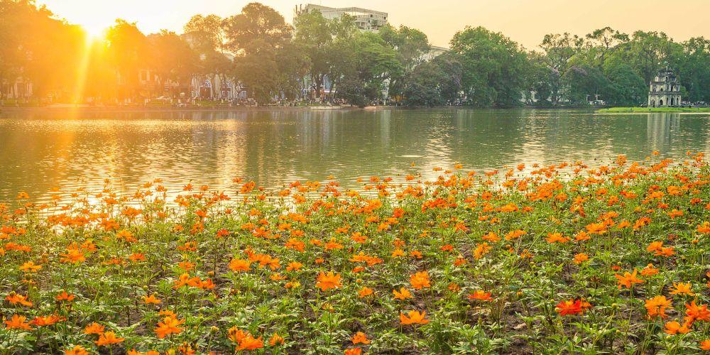 vietnam_sunset_hoan_kiem_lake