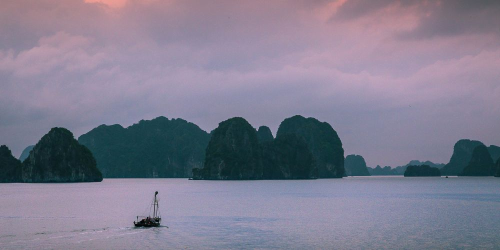 vietnam_halong_bay_dusk