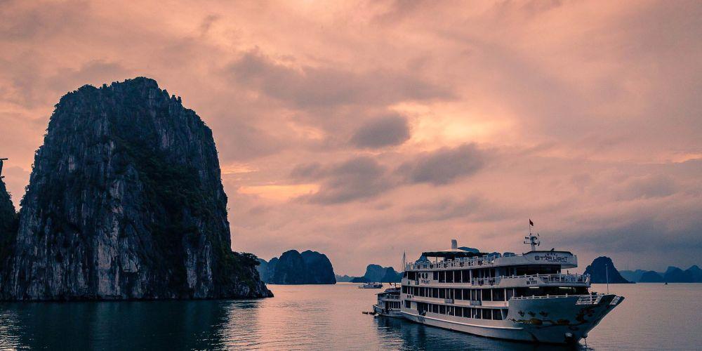 vietnam_halong_bay_boats