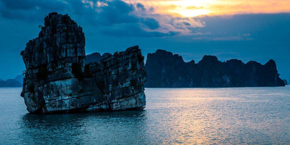 sunset_halong_bay_vietnam