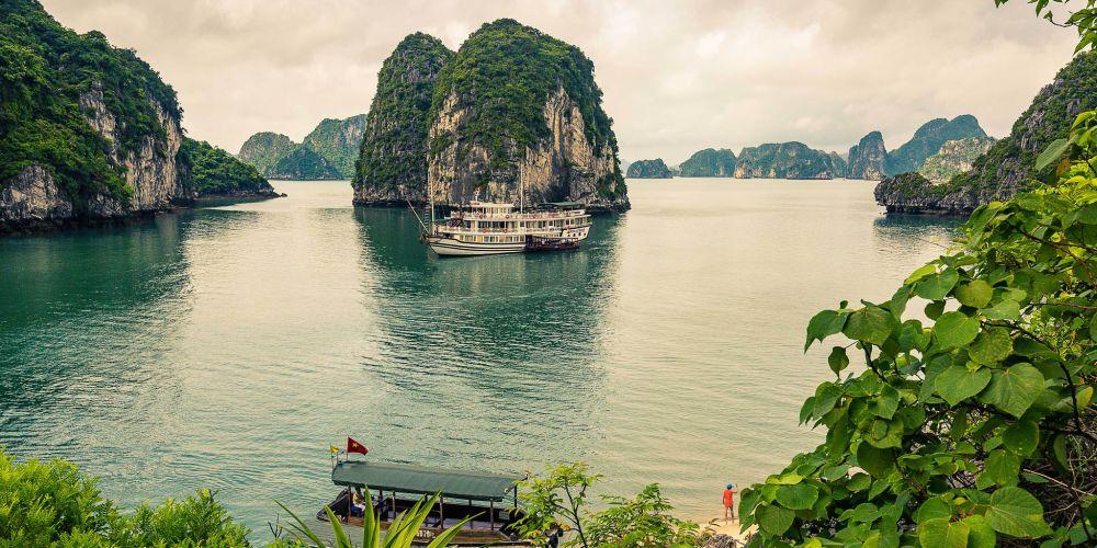 halong_bay_viewpoint_vietnam
