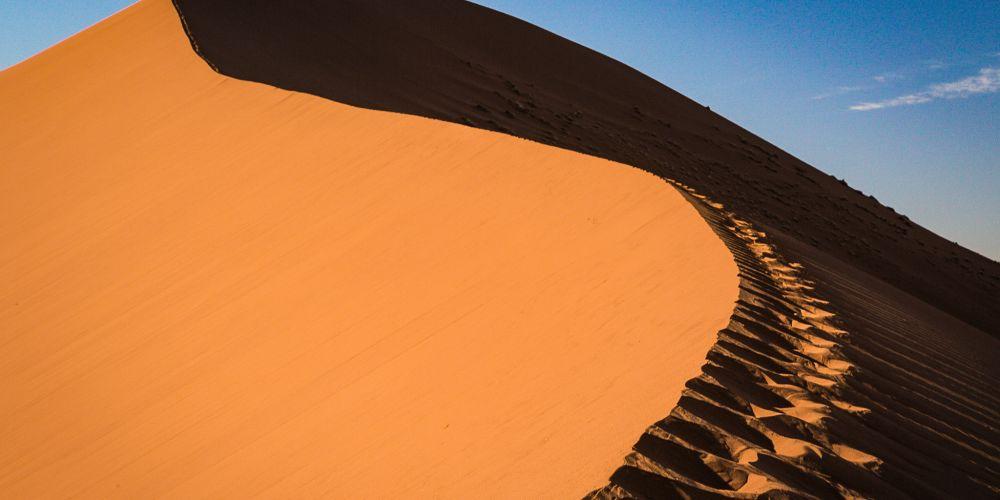 namibia_sand_dune_footprints