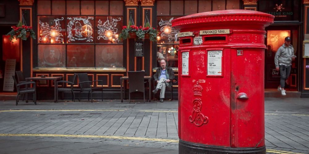 united_kingdom_mailbox_pub