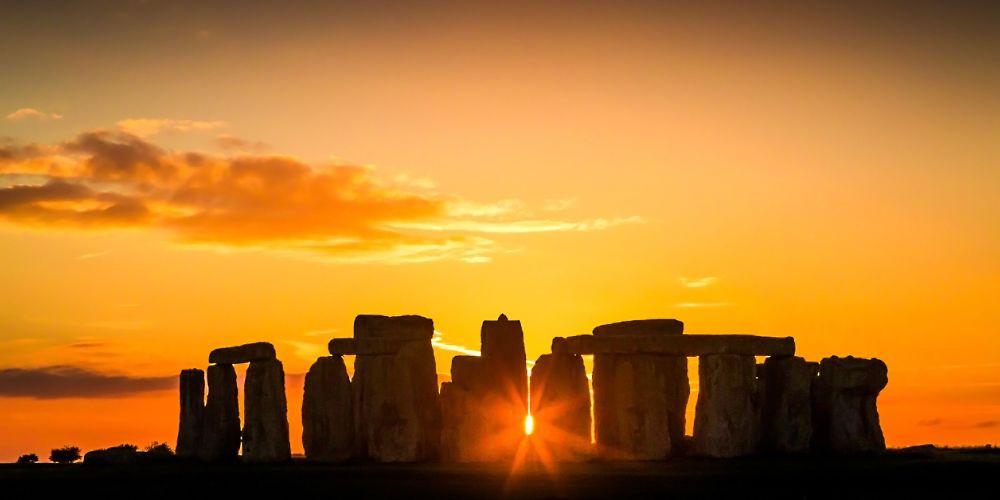 stonehenge_sunset_silhoutte