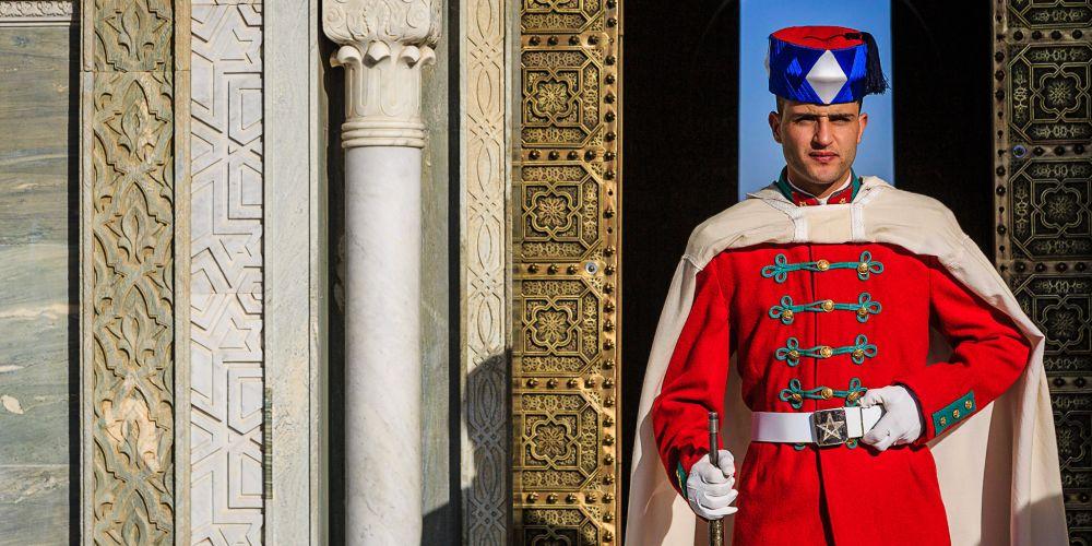 mausoleum_guard_morocco