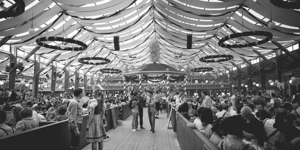 munich_oktoberfest_tent_interior