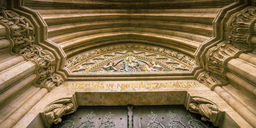matthias_church_entrance_budapest