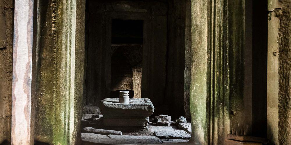 bayon_temple_cooridor_cambodia