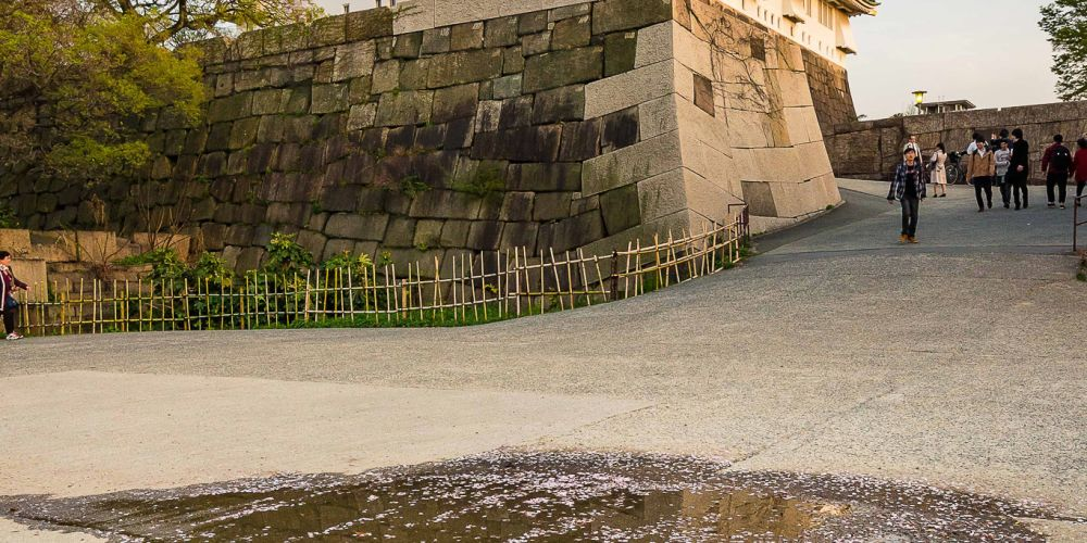 Japan_Osaka_Castle_Reflection