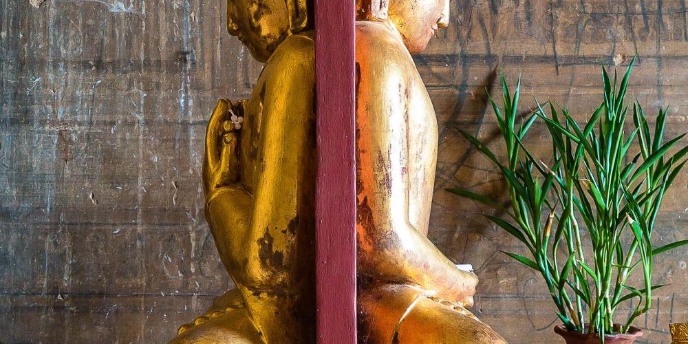 buddha_statues_iza_gawna_myanmar