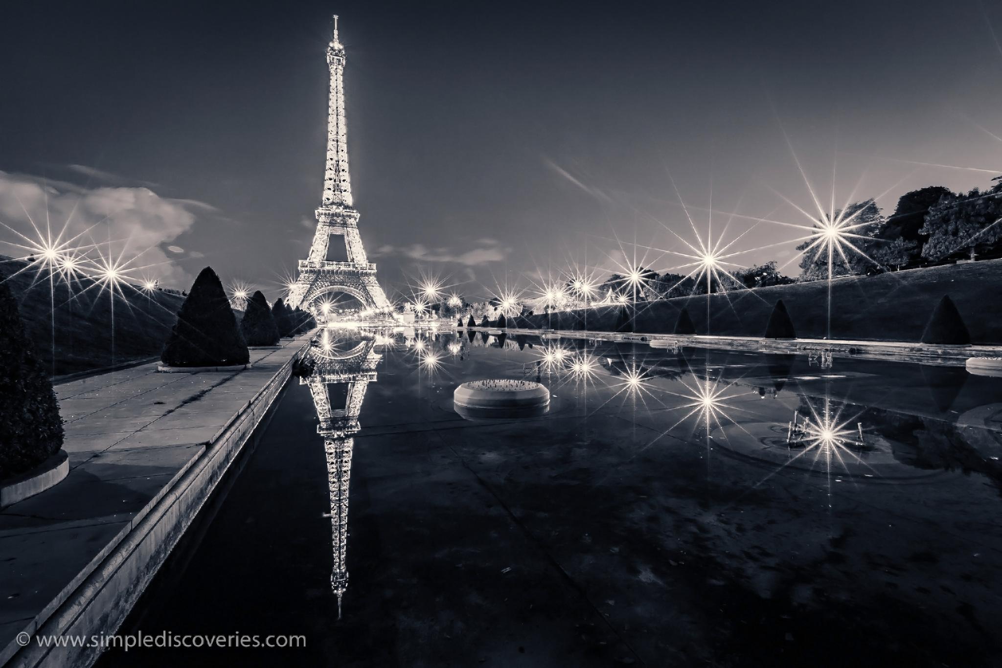 Eiffel_tower_reflection
