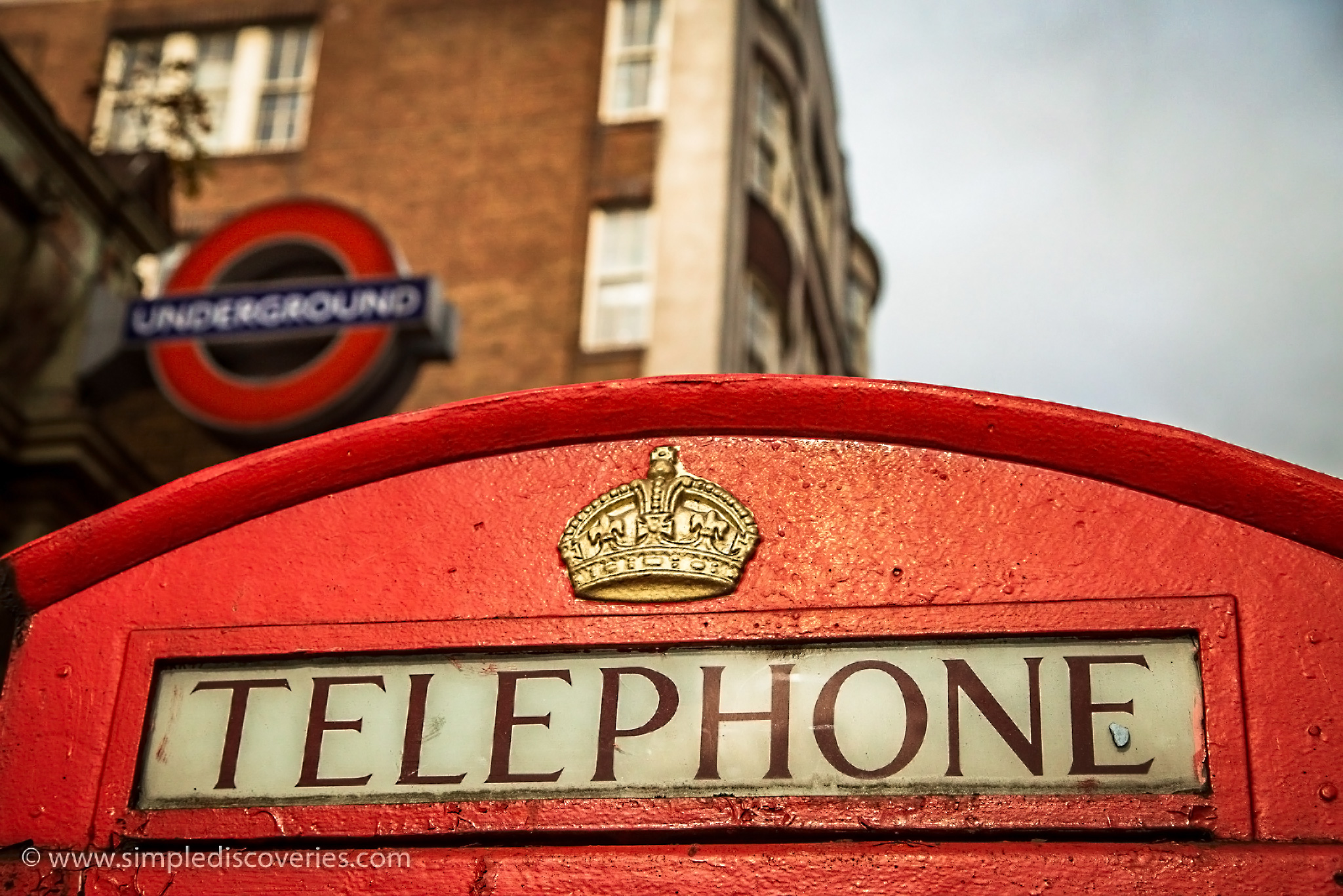 london_underground_telephone_booth