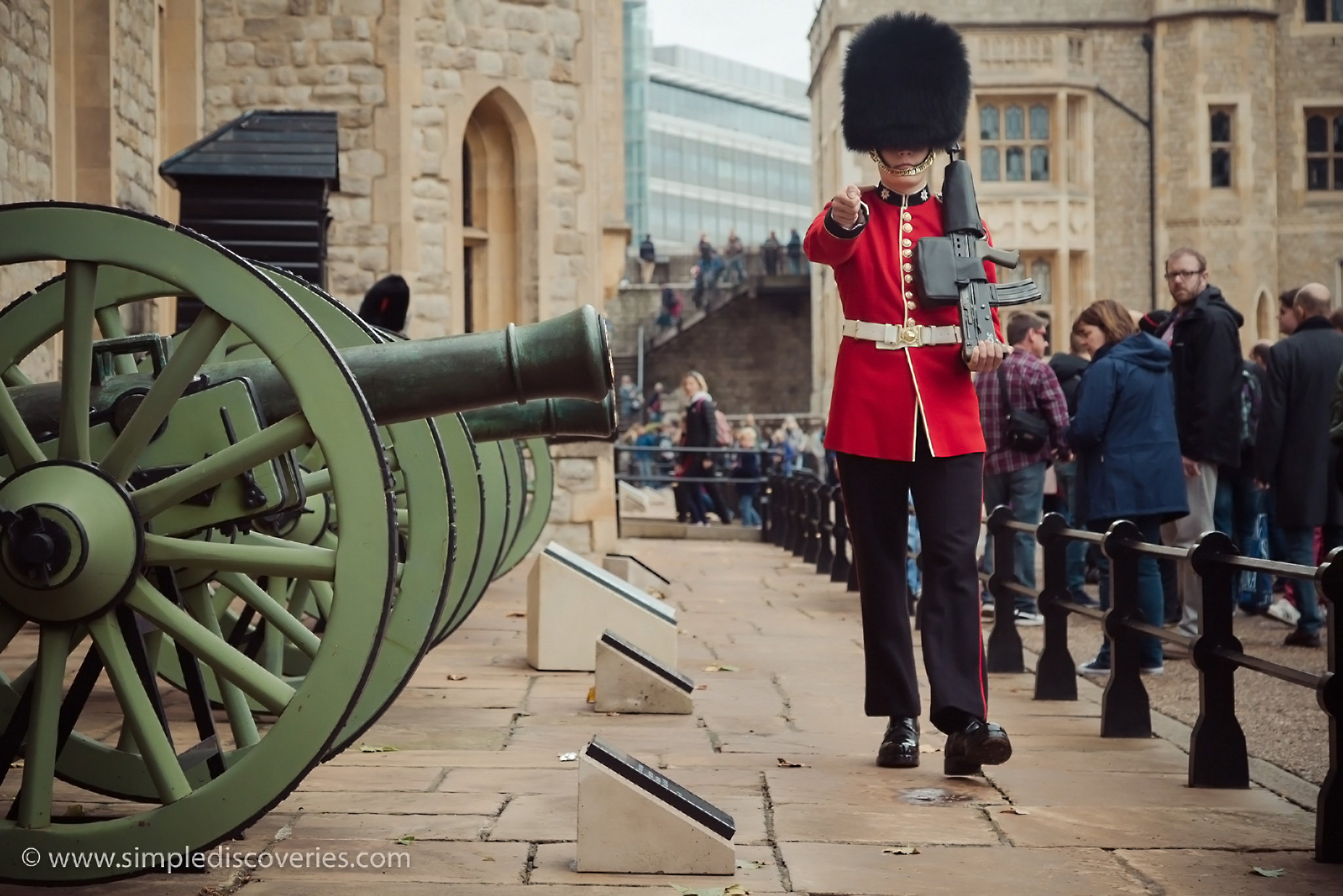 london_guard_marching