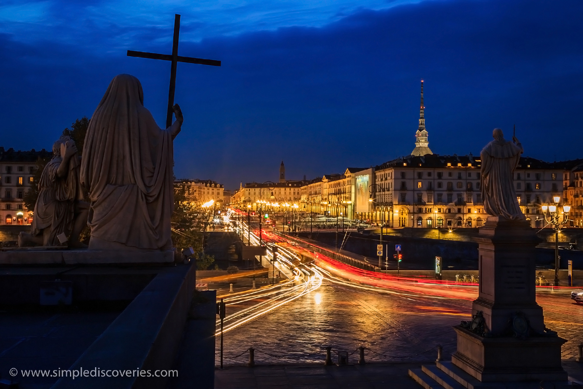night_in_turin_italy
