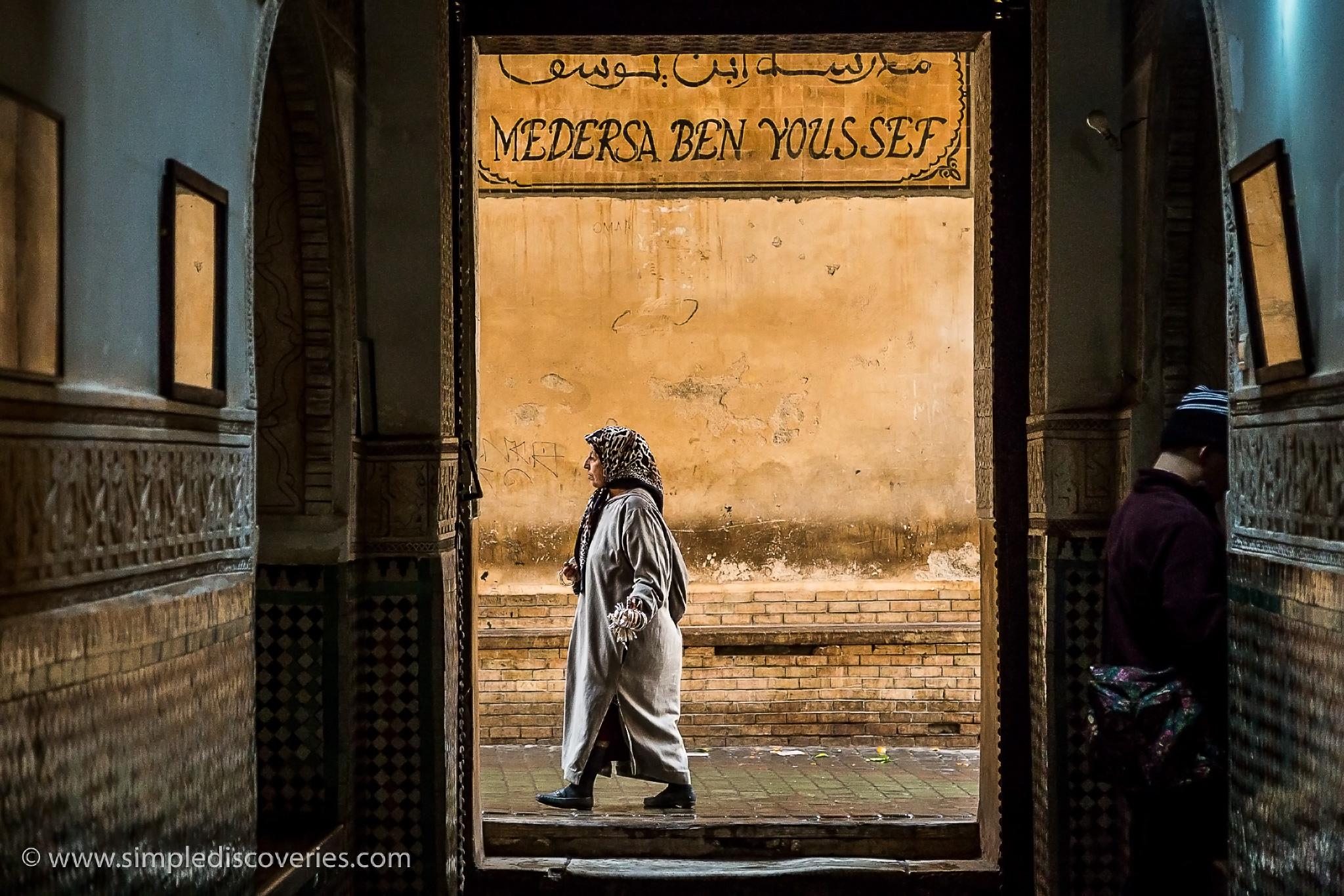 woman_walking_ben_youssef_madrasa