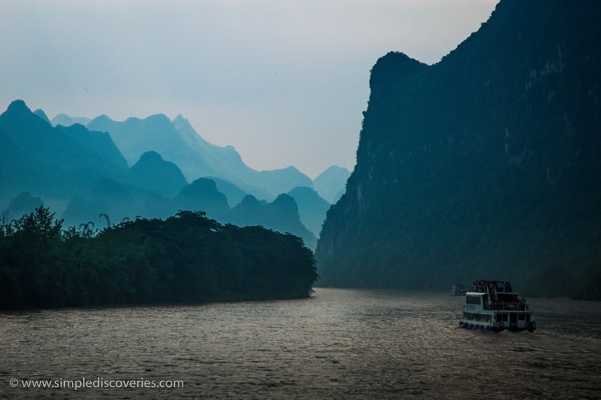 cruising_li_river_china