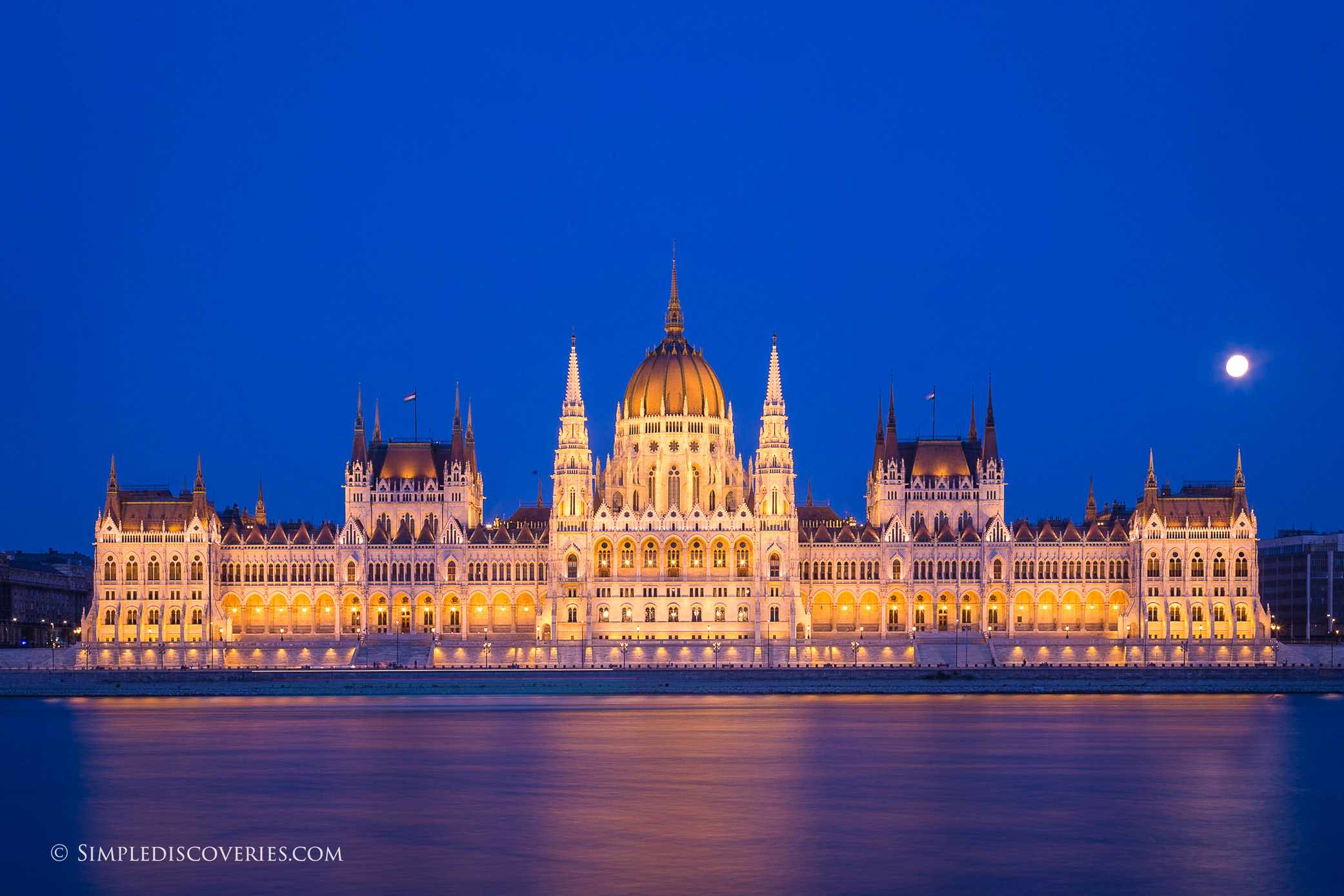budapest_full_moon_parliament