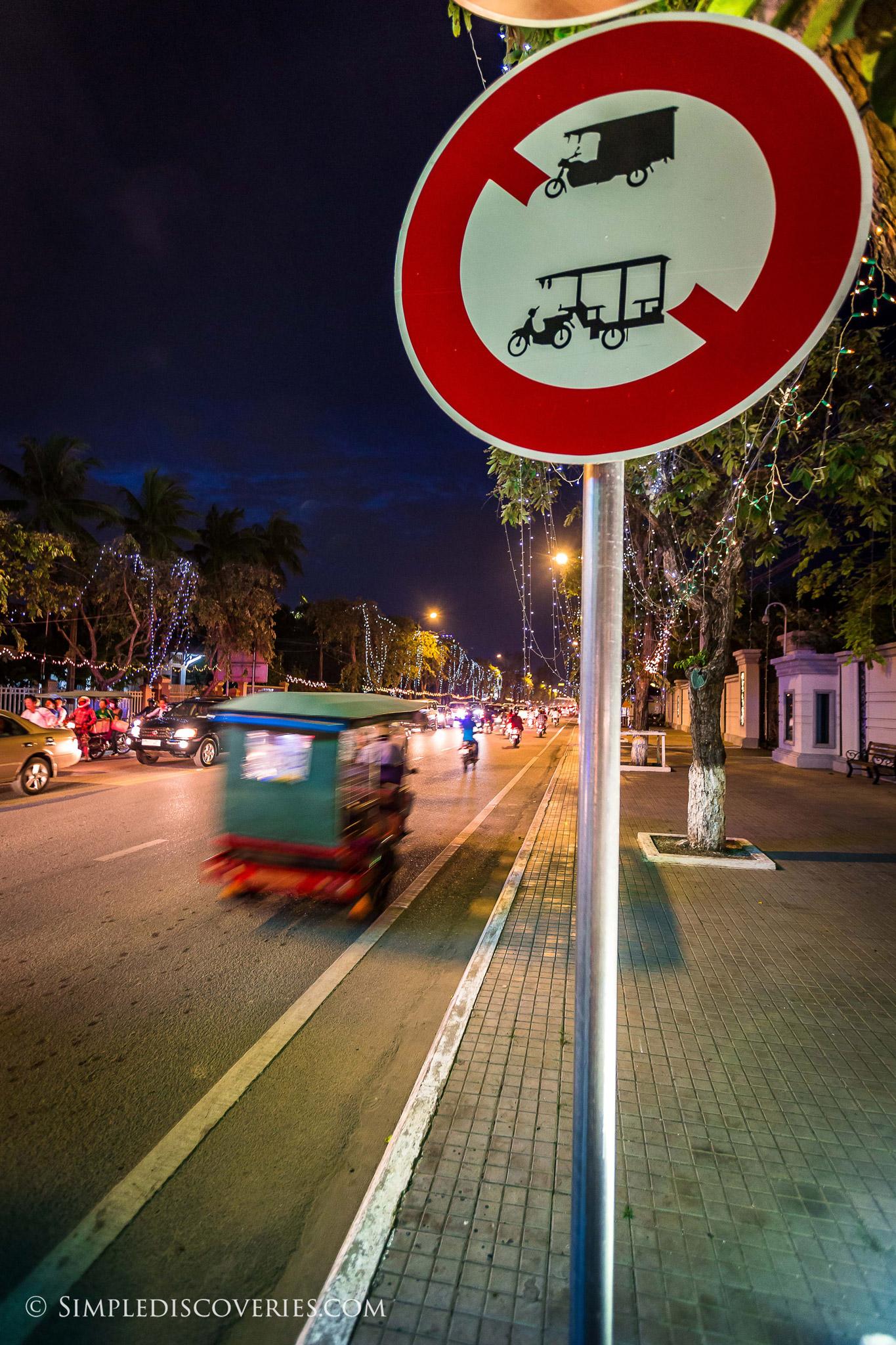 tuk_tuk_sign_cambodia